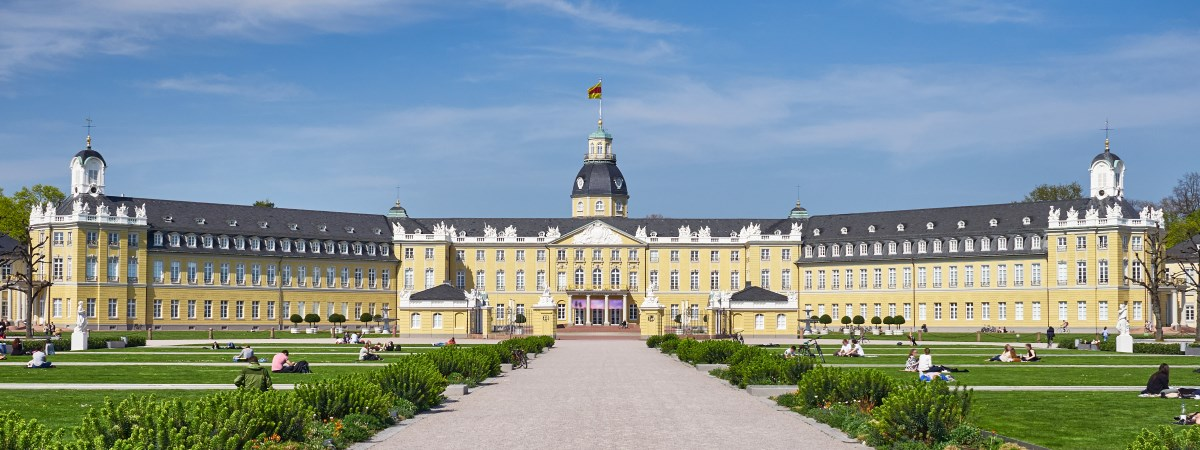 Karlsruhe Palace, symbolic for the city of Karlsruhe and one office location of Dr. Marcus Hosser, specialist inheritance lawyer in Karlsruhe.